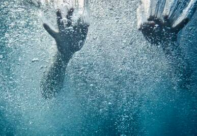 杜绝溺水 防范未然 这些情况下你会怎么选?