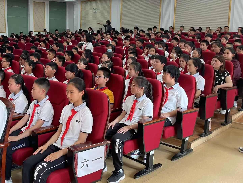 防溺水公益讲座走进济南龙奥学校 学生以亲身经历讲述心得体会