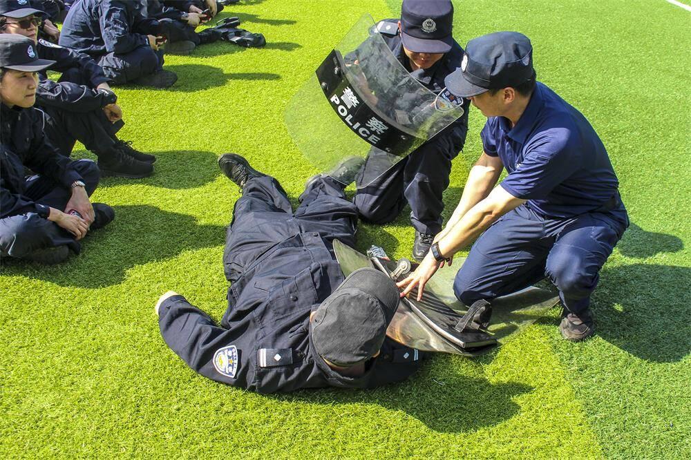 威海:实战送教到一线 素质强警卫平安