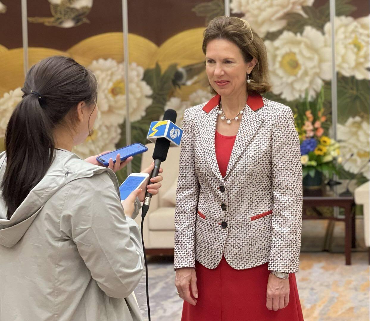 英国驻华大使吴若兰:与山东在医养健康 海洋经济等领域合作空间广阔