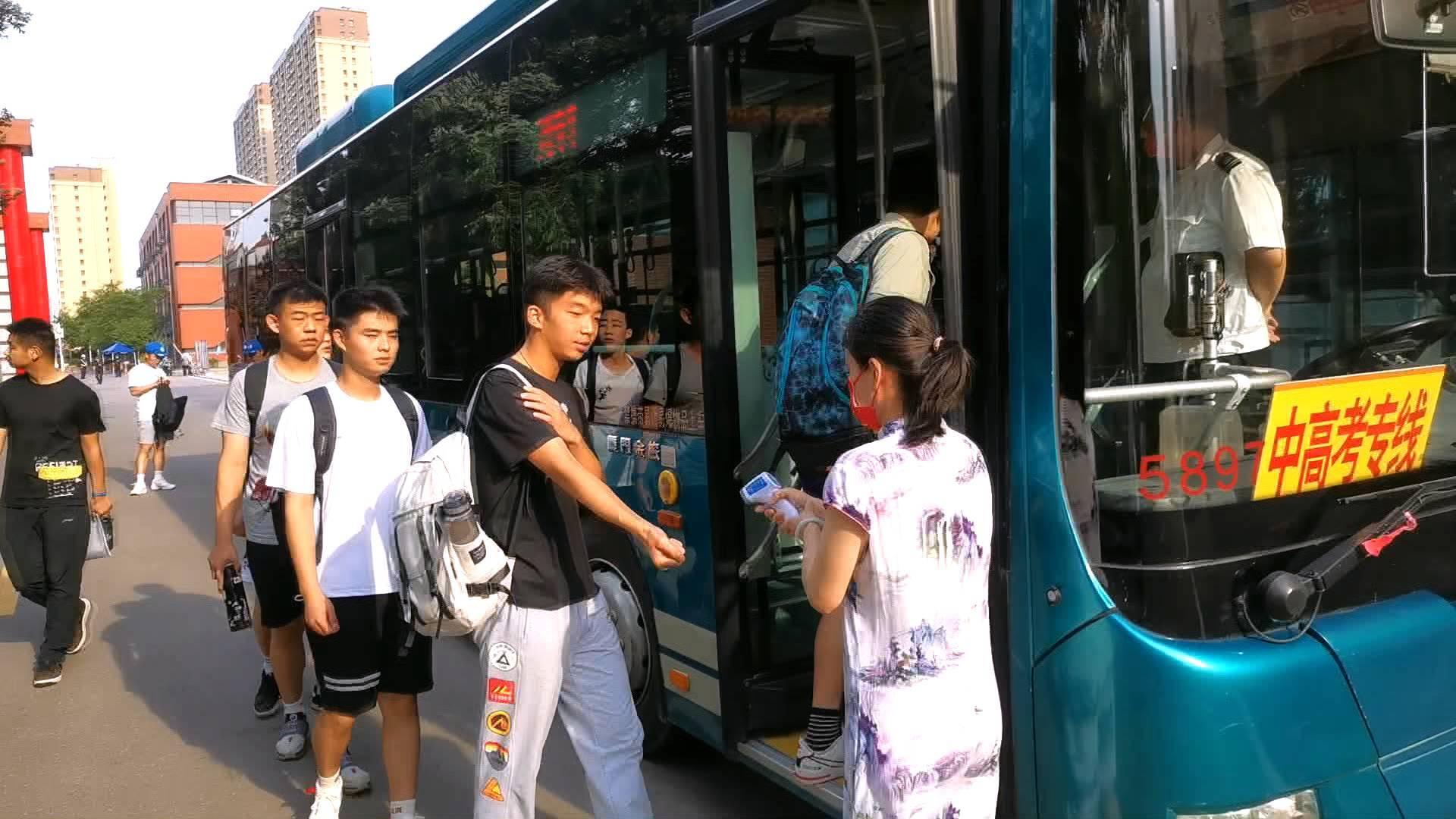 直通山东高考|高考公交专车司机张磊:护送25名航空班考生 我比他们还紧张