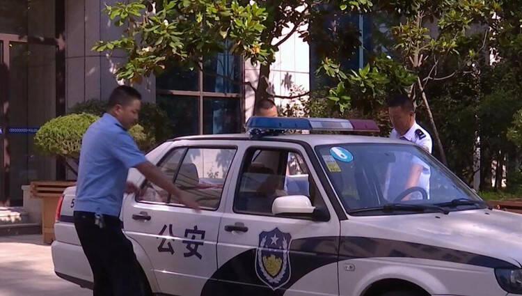 暖心!潍坊高密三位民警出差途中救下突发疾病路人
