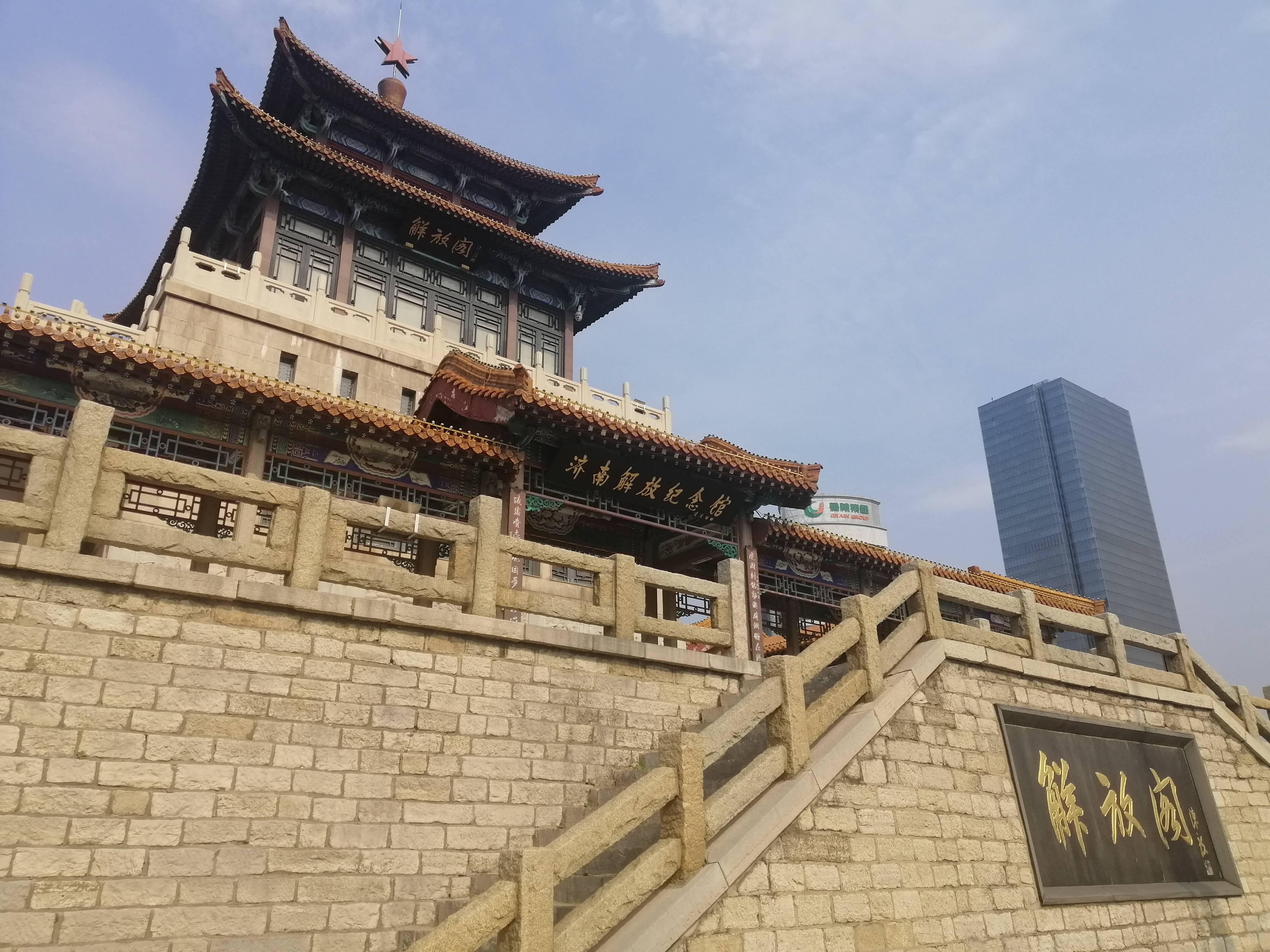 你以为济南解放阁仅仅是风景区吗?这里见证了济南解放的荣光历史