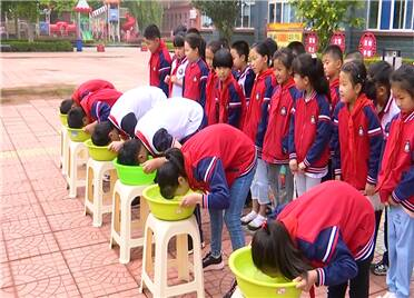 寿光: 让小学生亲身体验溺水感  做好防溺水安全教育