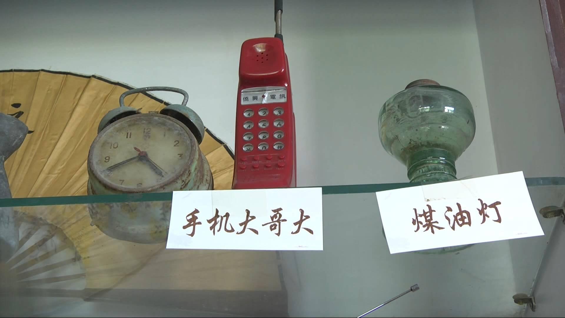 黑白电视机、收音机、小人书、老钟表……在青州老物件展览室里找回旧日时光