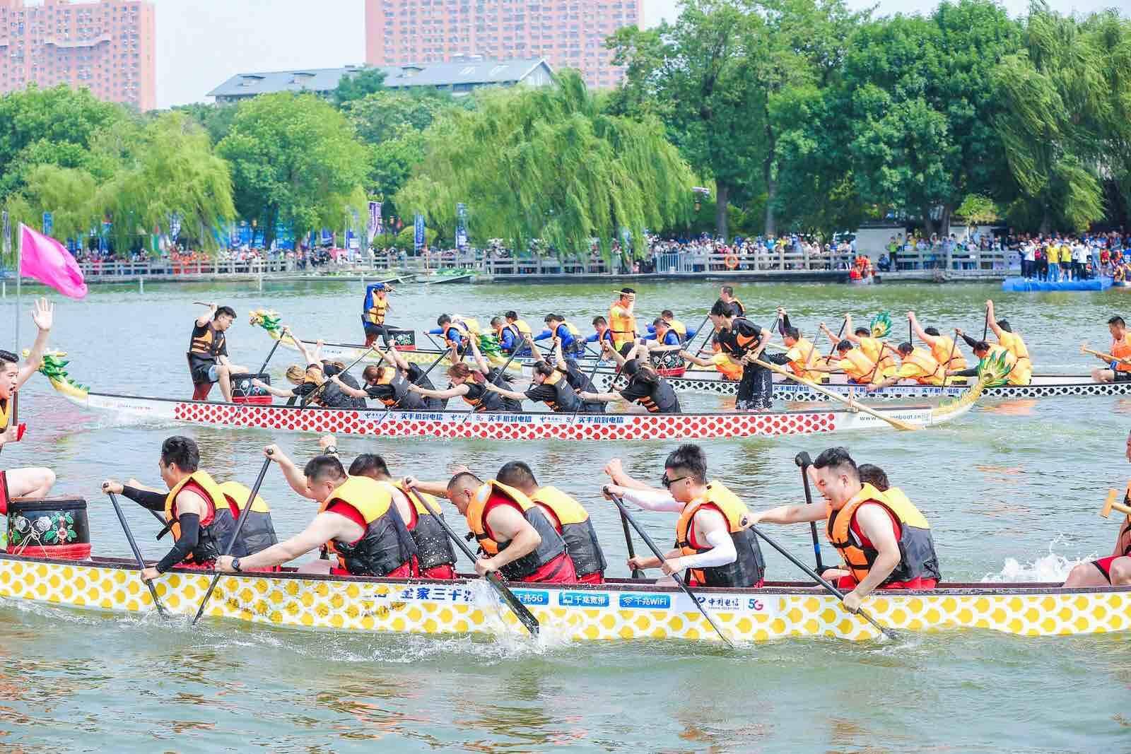 擂鼓声声 船桨齐舞 大明湖畔龙舟赛精彩上演