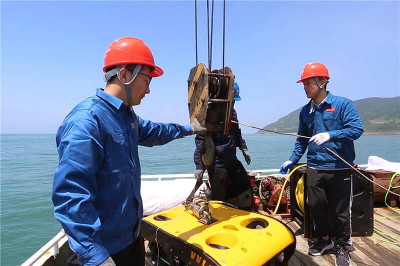 机器人下水巡检海底电缆 青岛开展迎峰度夏电网应急演练