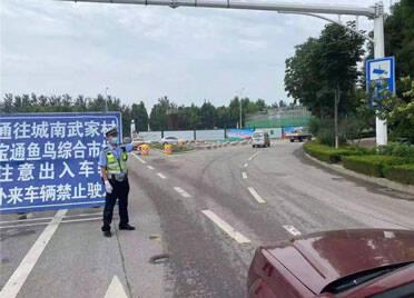 潍坊宝通街快速路工程全封闭施工 过往车辆可以这样走