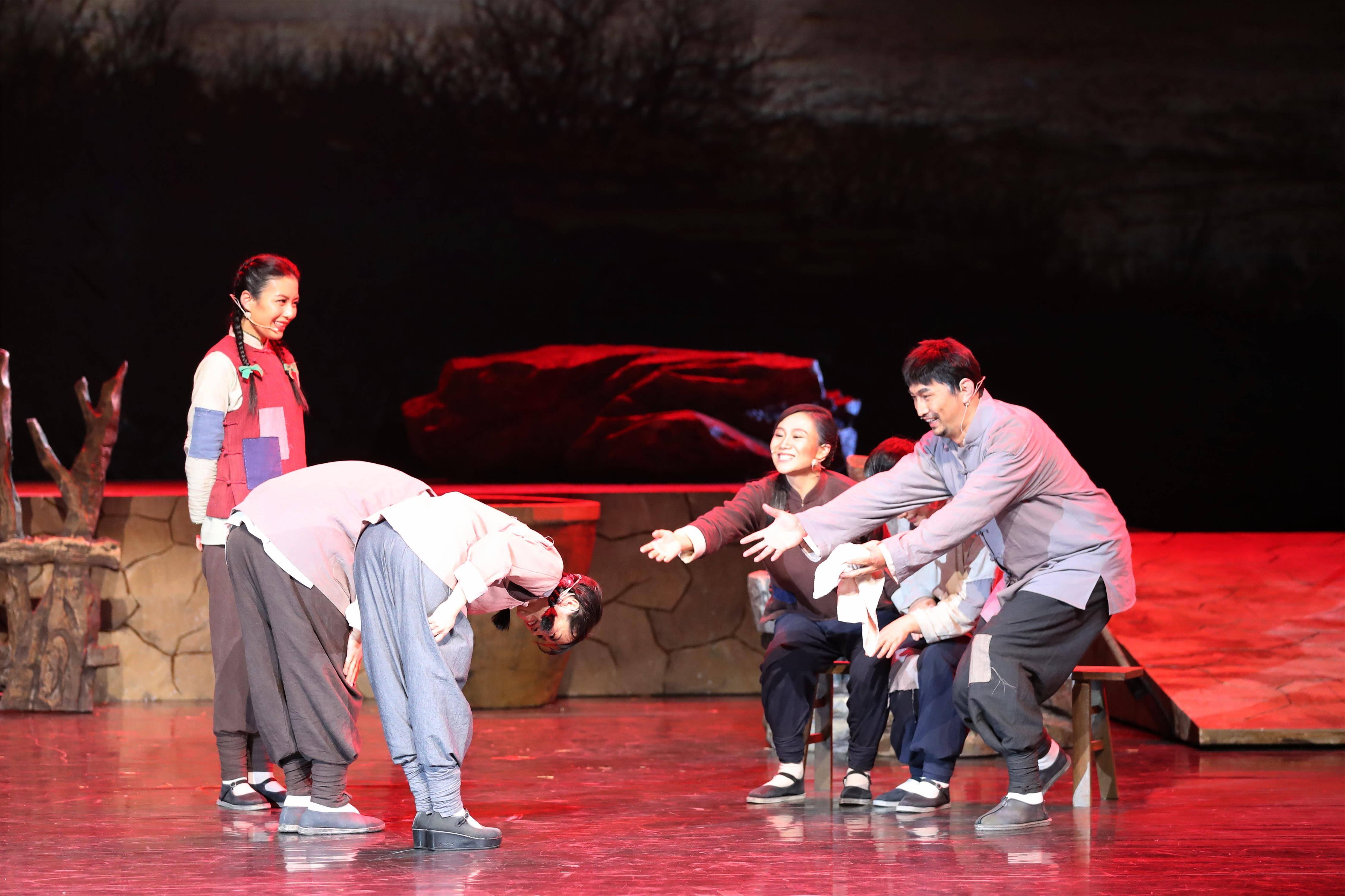 致敬信仰的力量! 舞台剧《星火》在山东青年政治学院首演