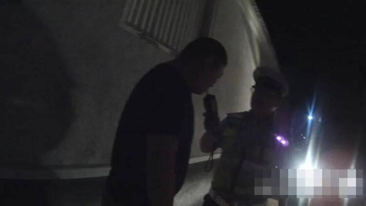 """潍坊滨海:酒驾司机遇交警查车 加速逃窜后玩起""""躲猫猫"""""""