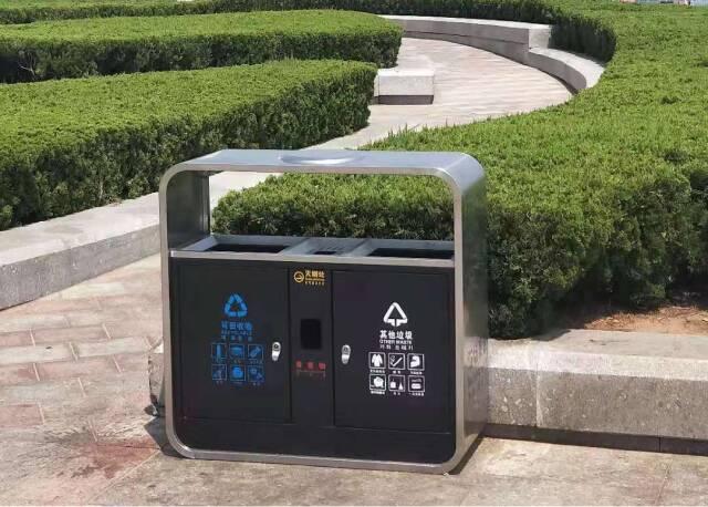 """120組新型分類果皮箱在威海海水浴場""""上崗"""""""