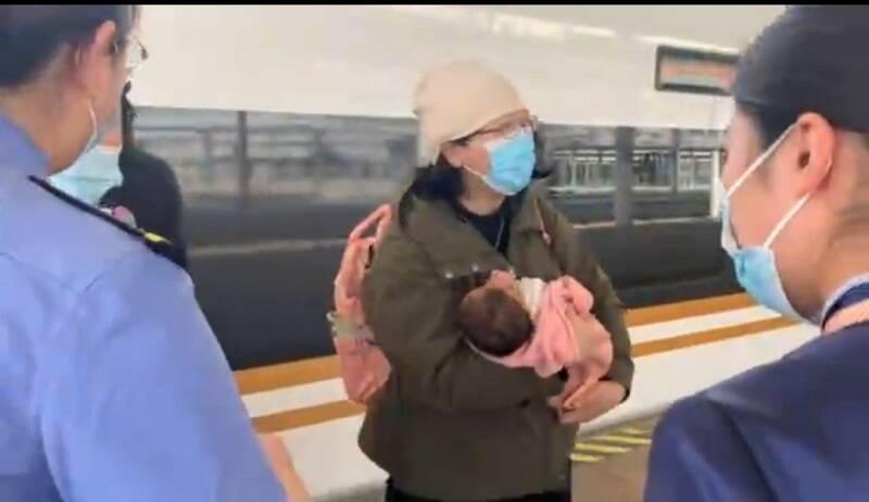 高铁婴儿突发食物窒息  曲阜东站工作人员全力抢救化险为夷