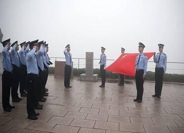 威海邊檢民警重溫入黨誓詞 祝福偉大祖國