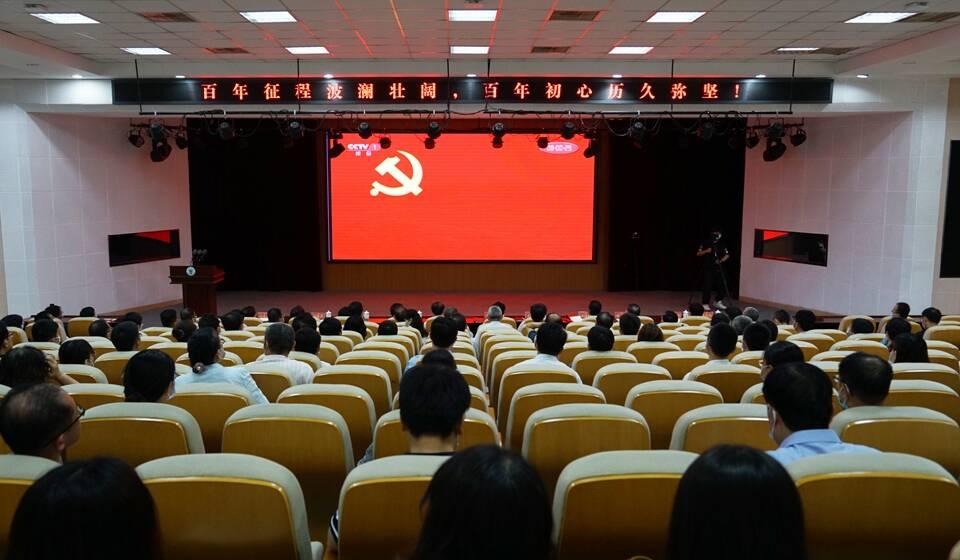 青岛农业大学师生收听收看庆祝中国共产党成立100周年大会