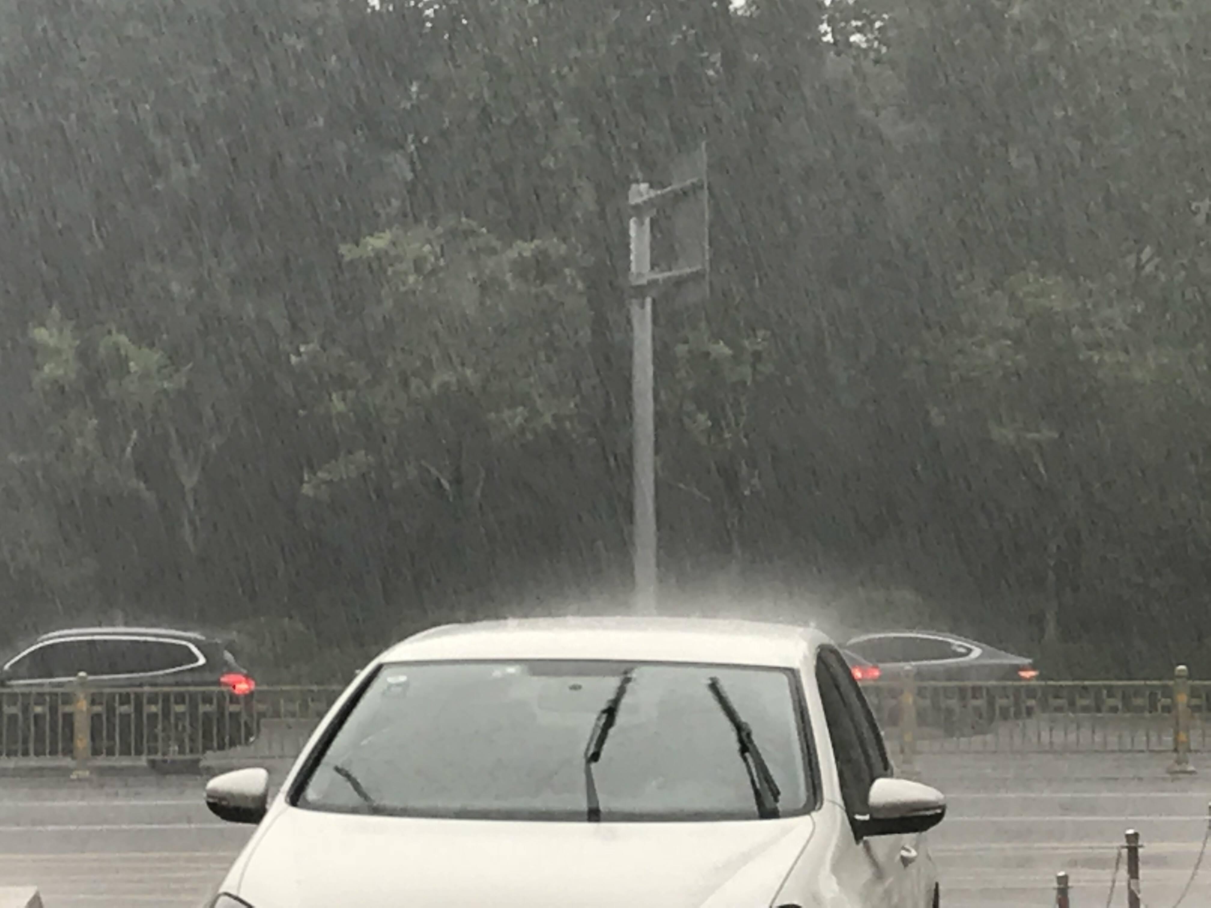 济南午后突降瓢泼大雨!气象专家释疑:气温高、湿度大产生强对流