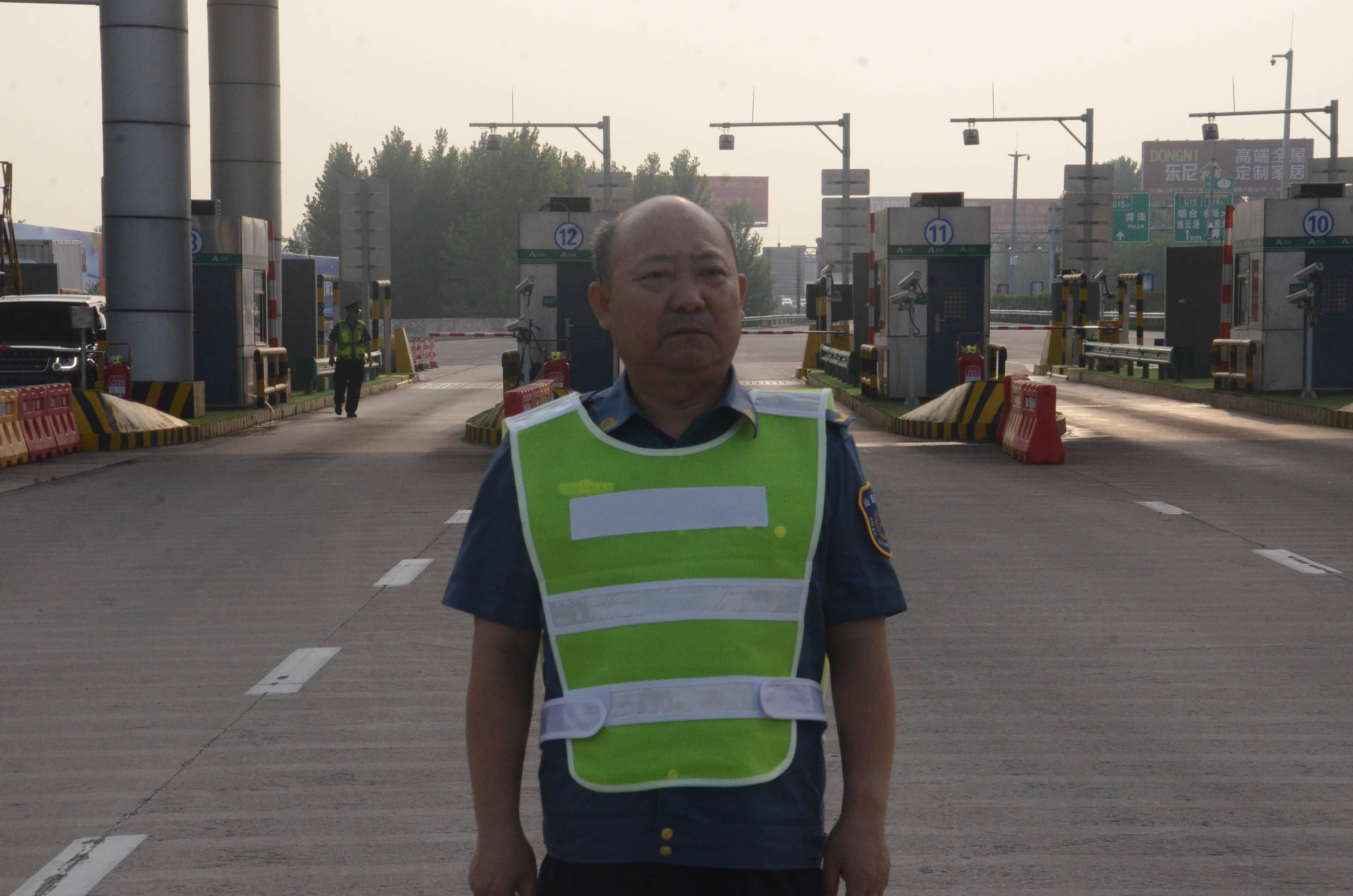 日照收费站站长公庆亮: 21年如一日保障通行 用实际行动践行责任担当
