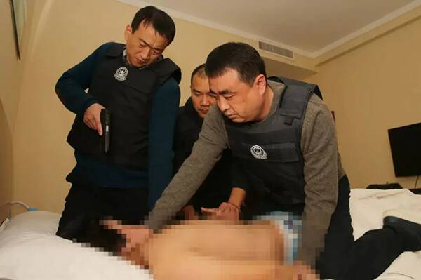 山东公安筑牢忠诚警魂:身患胃癌坚持在岗处警、被嫌疑人砍伤左脸仍殊死搏斗
