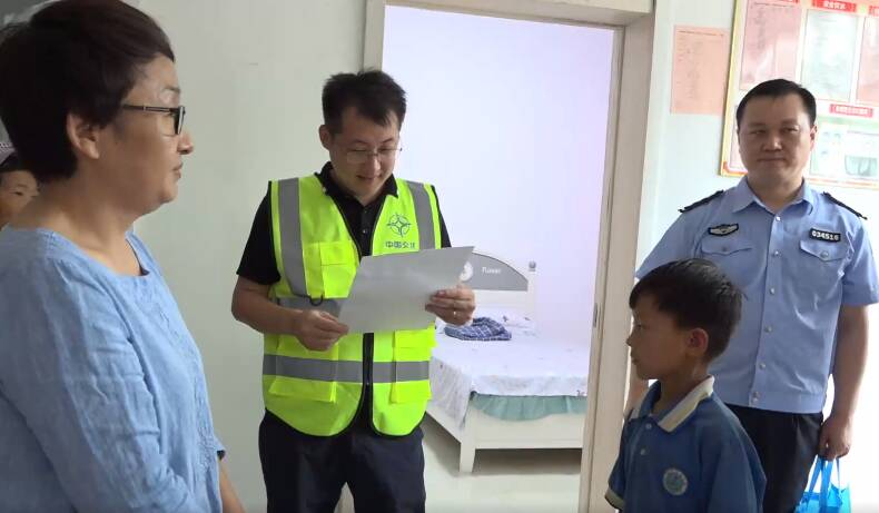 """枣庄高新区走访慰问""""希望小屋""""受助儿童"""