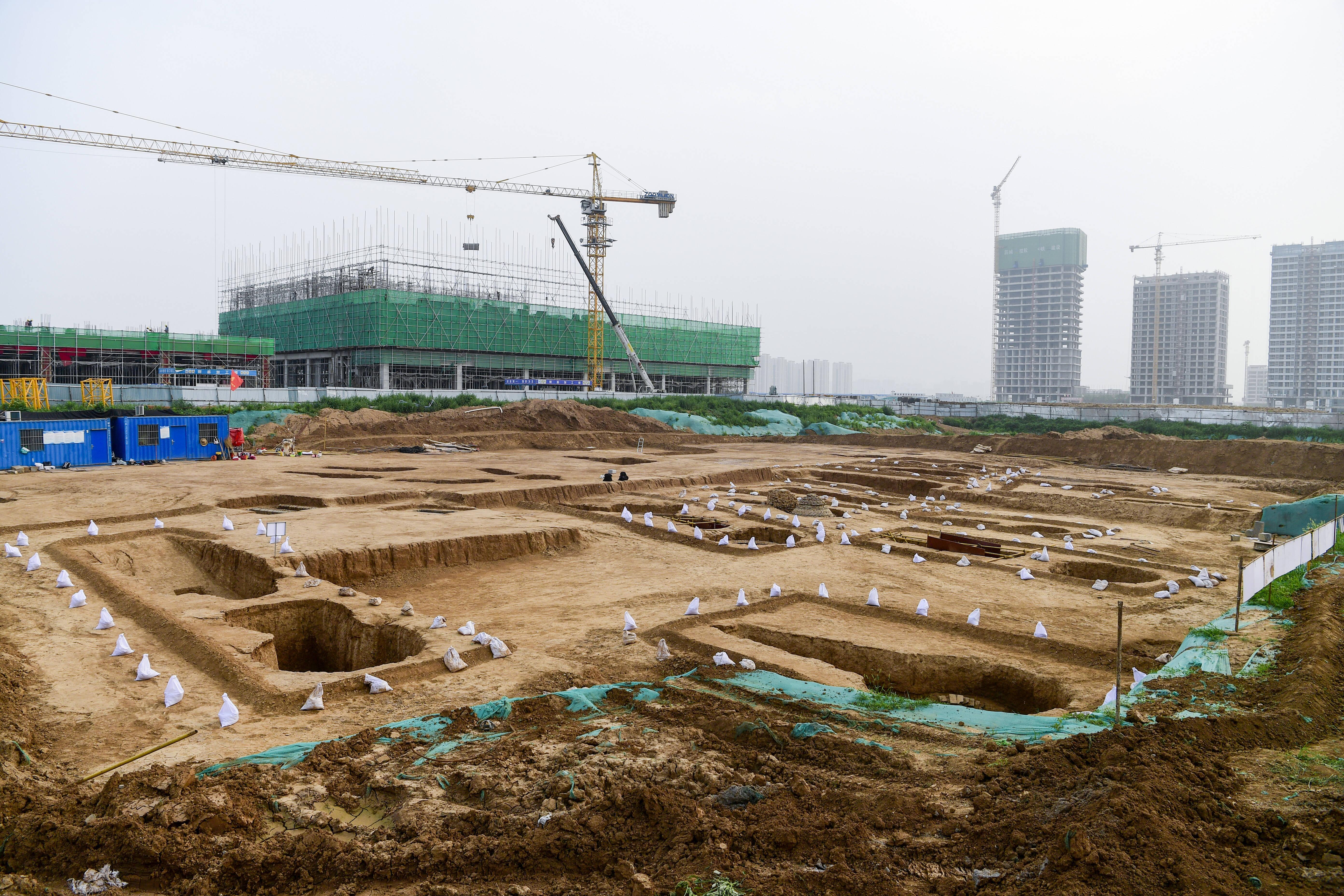 济南东郊发现山东地区已知元代砖雕壁画墓最大家族墓地