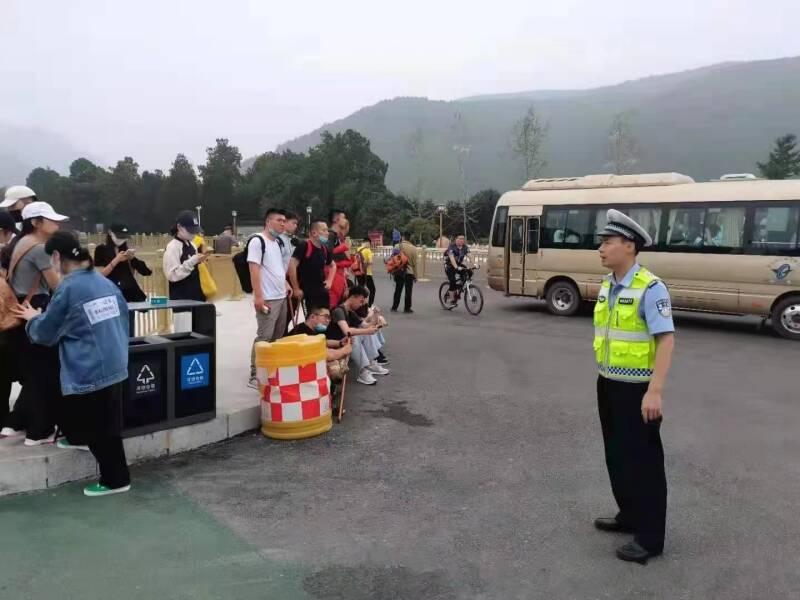 暑期旅游旺季到来 泰安交警加强票证处路口周边交通安全管理