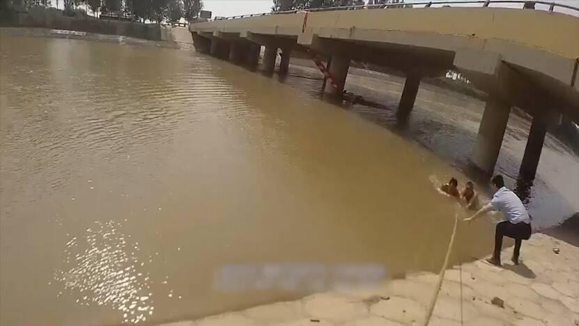 惊险!聊城一男子下河游泳被困河中央,民警火速出动20分钟紧张营救