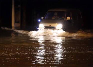 德州武城100多名党员组成突击队疏通排水清理路障 彻夜坚守城市防汛一线