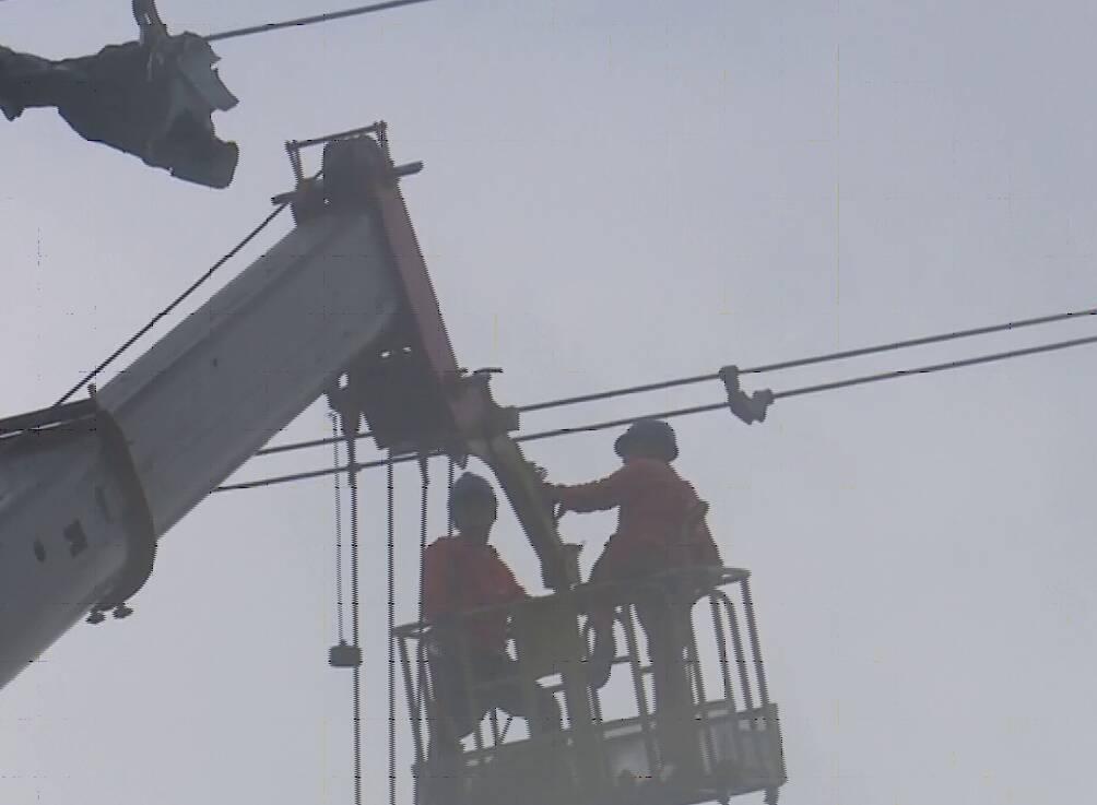 强对流天气致聊城莘县9条电力线路受损 预计13日晚基本抢修完成