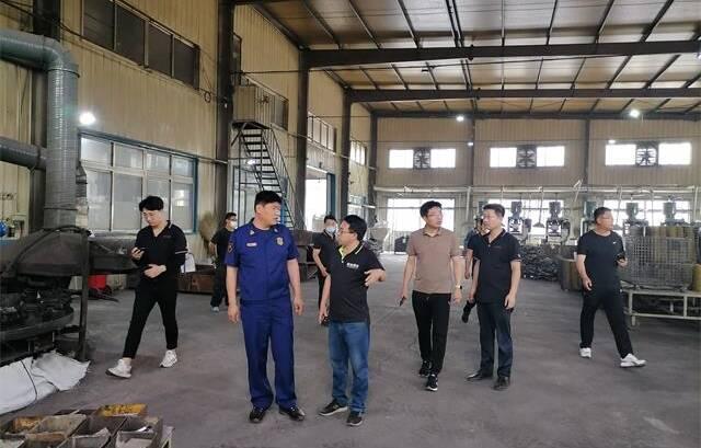 栖霞多部门联合 对辖区生产加工企业进行现场指导和培训