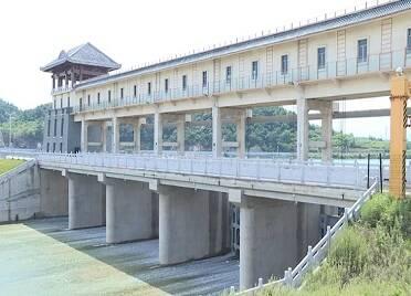 威海開啟水庫調蓄騰庫模式 115座小型水庫開始溢洪
