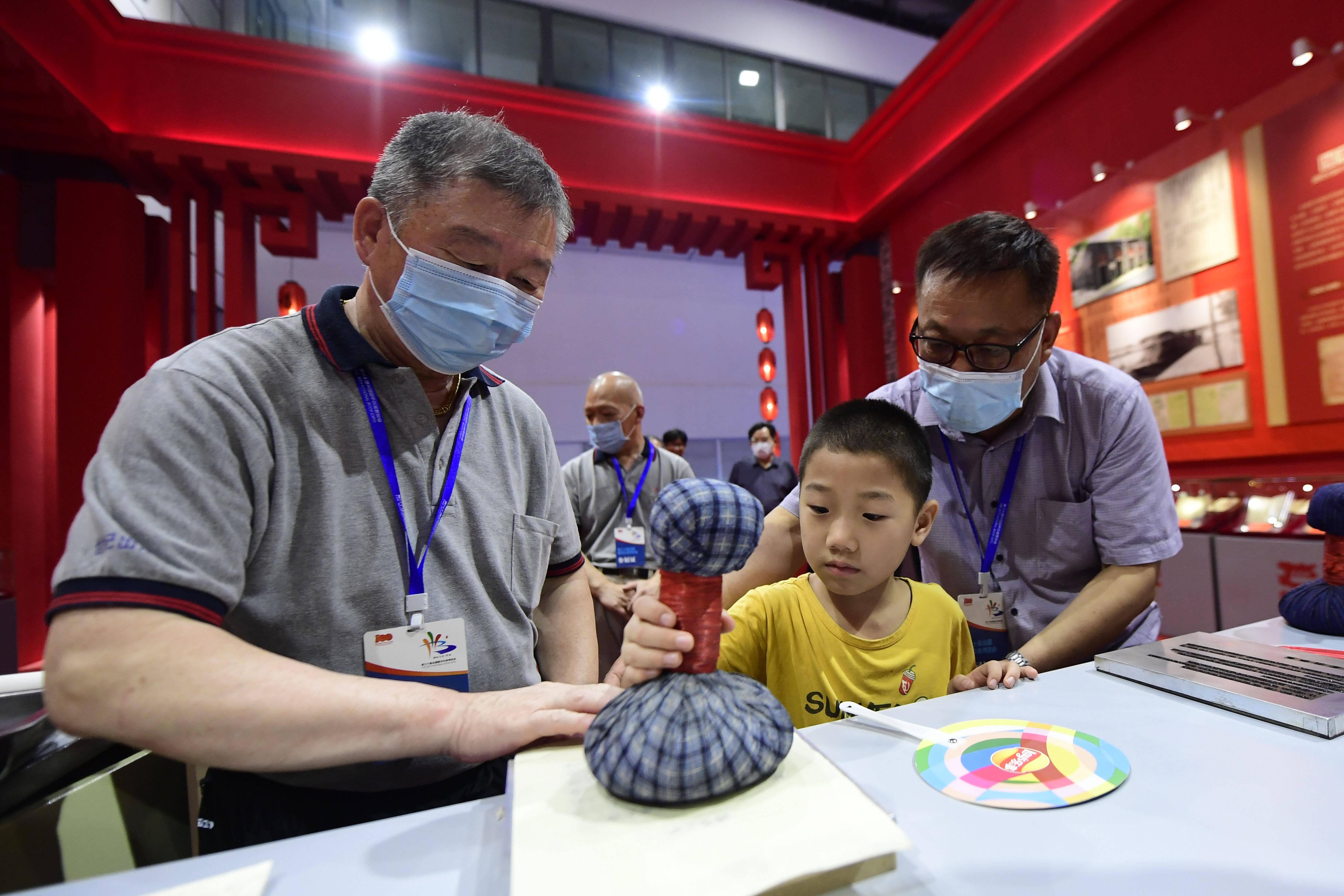 立体图书、传统印刷体验、3D打印……书博会不仅能看还能玩
