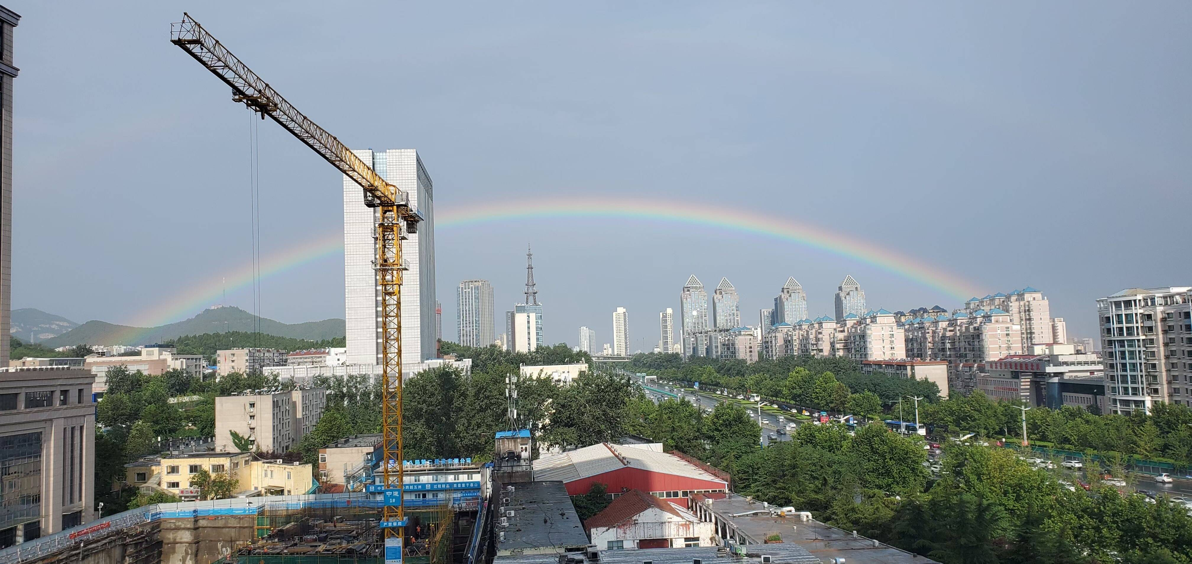 今晨济南雨后现彩虹 刷爆朋友圈