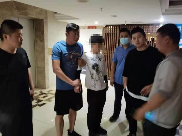 """女子遭遇""""杀猪盘""""被骗95万元 济南警方赴重庆打掉九人团伙"""