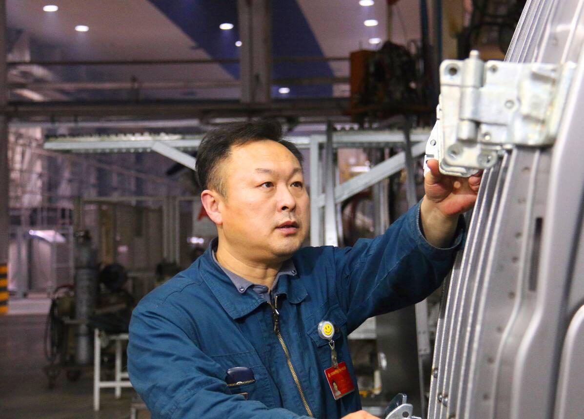 中华技能大奖获奖者于伟:14项国家专利 创造近亿元经济效益