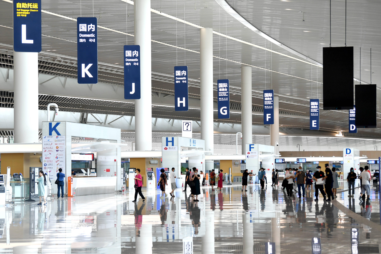 青岛胶东国际机场提前向公众开放参观 智慧型机场全流程可自助办理
