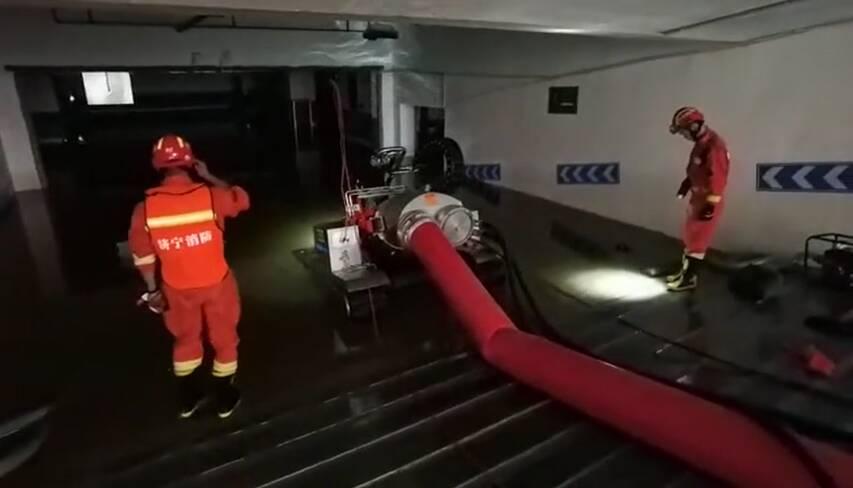 济宁防汛救灾排涝分队抵达河南开封展开排水作业