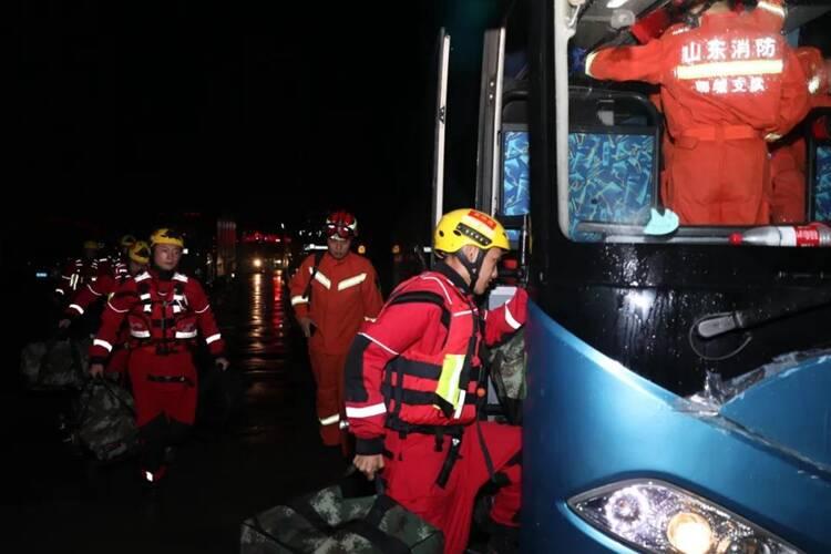 郑州加油!聊城消防及两支民间救援队伍已奔赴河南救援