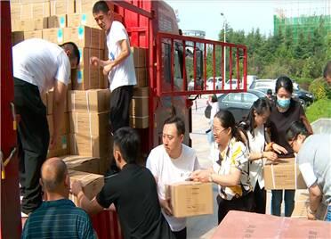潍坊:消毒液、面包、矿泉水……价值30余万元的爱心物资驰援河南