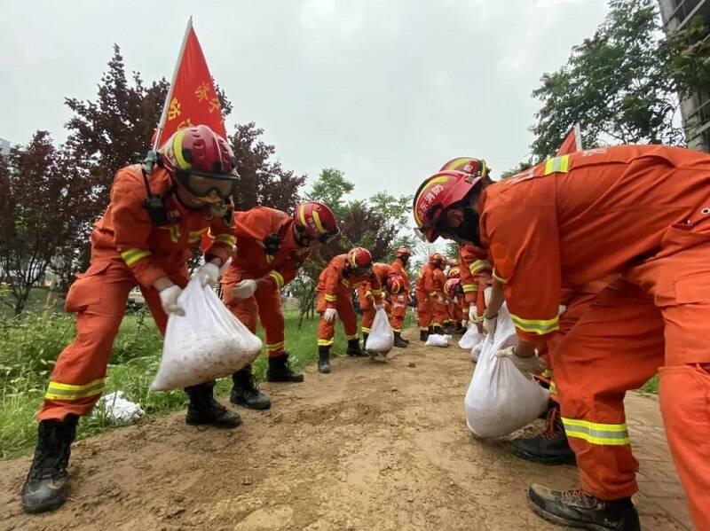 鲁豫连线风雨同舟 济宁消防救援支队跨区域驰援河南