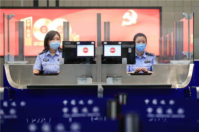 设施调试 多轮演练  山东边检冲刺做好胶东国际机场边检通关运行准备