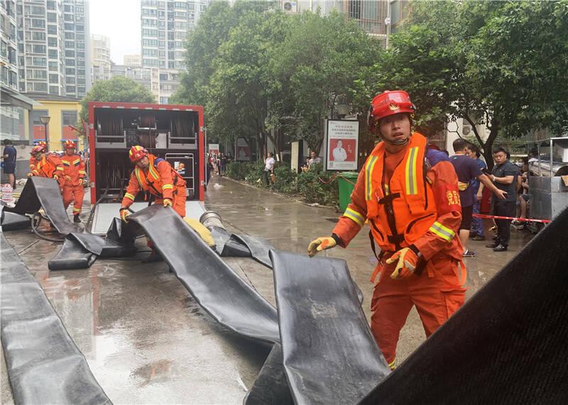 青岛消防增援力量已抵达河南郑州 全力投入救援排涝作业