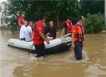 寿光救援队抵达河南 已转移受困群众220余人