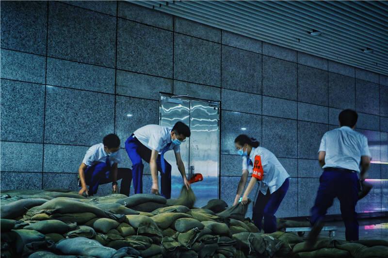 强化隐患排查 巩固多道防线 青岛地铁保障雨季安全运营