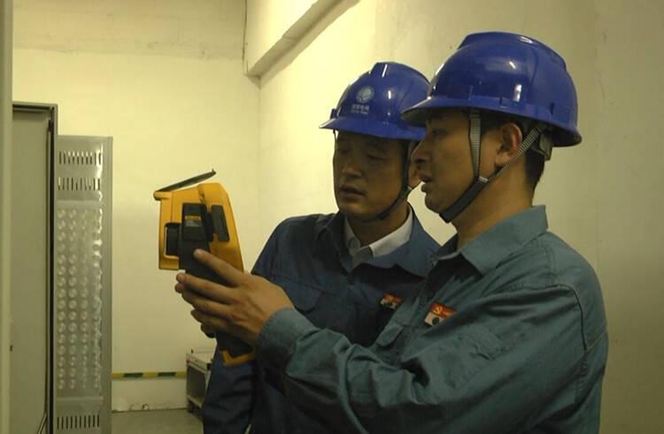 潍坊安丘:巡查检修强电网  迎峰度夏保安全