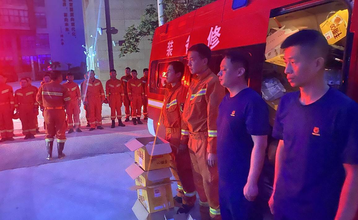 继续出发!山东消防总队跨区域增援河南第一梯队24日凌晨移师郑州