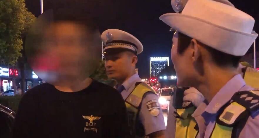 一位酒驾让孩子坐副驾 一位打骂民警不配合检查 昨夜枣庄威海查处三起酒驾