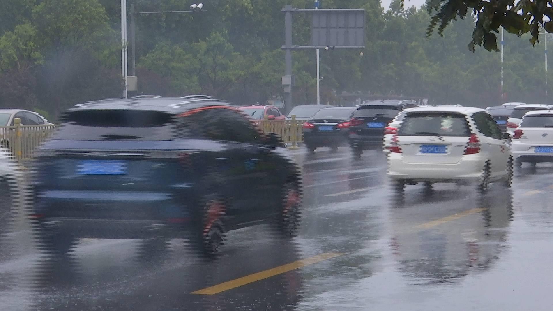 强对流来袭!济南市今夜明晨将出现中雨+较强雷电+局部冰雹+11级阵风