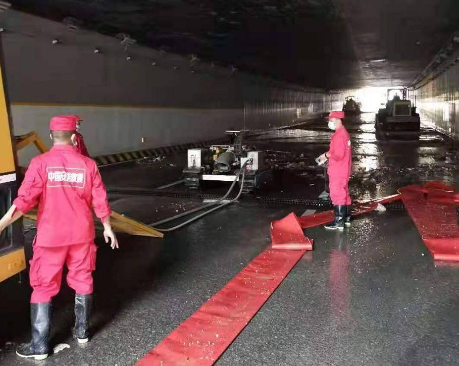 最新消息!郑州京广路段淮河路口隧道积水全部排完贯通