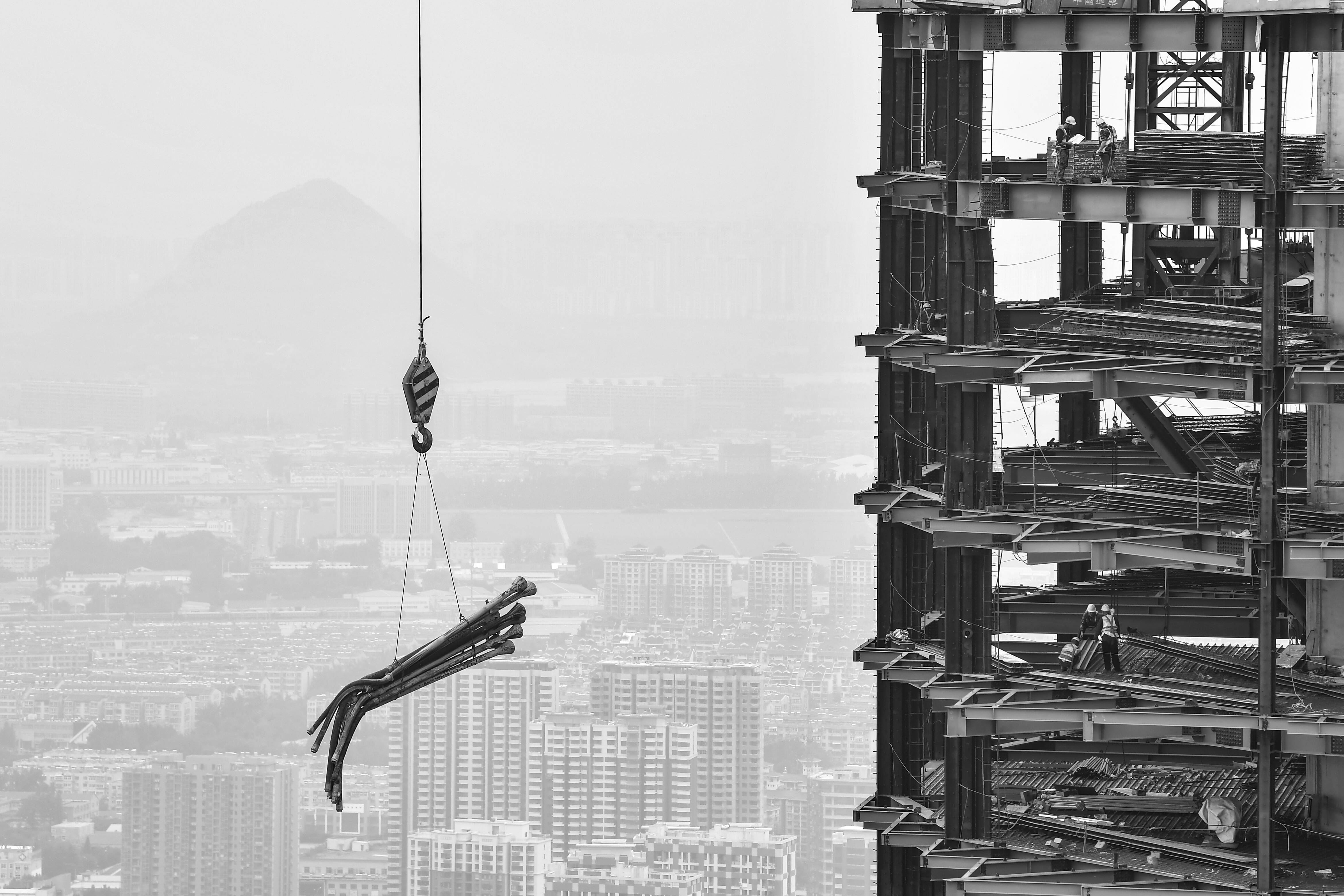 Vlog∣濟南(nan)360米超高層大廈封頂 帶你登(deng)高感受不一(yi)樣的視角