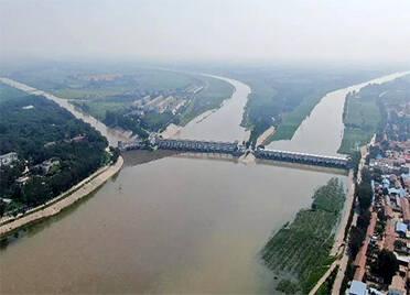 漳卫南运河四女寺水利枢纽提闸放水 德州市区三条河流开始行洪