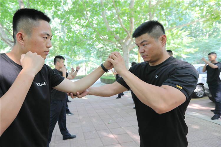 夏练三伏|安丘市公安局组织开展夏季练兵活动